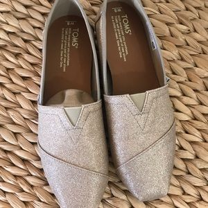 BRAND NEW TOM'S rose gold shoes (Size 8)